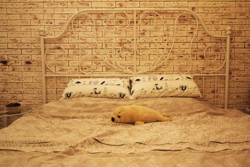 Сбыча мечт, или кирпичная стена в интерьере спальни
