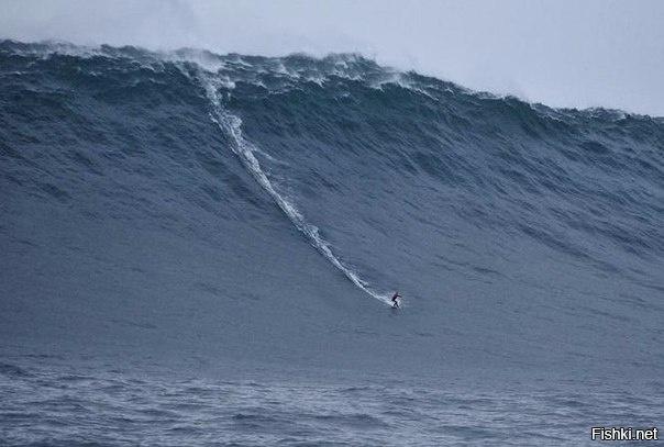 Высота самой большой из волн, когда-либо «пойманных» сёрферами, примерно равн...