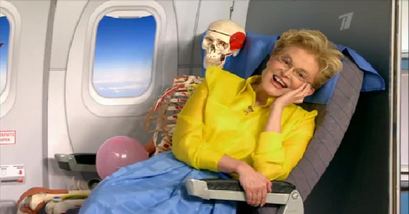 В передаче Елены Малышевой рассказали, как одеться, чтобы медленнее гореть в авиакатастрофе