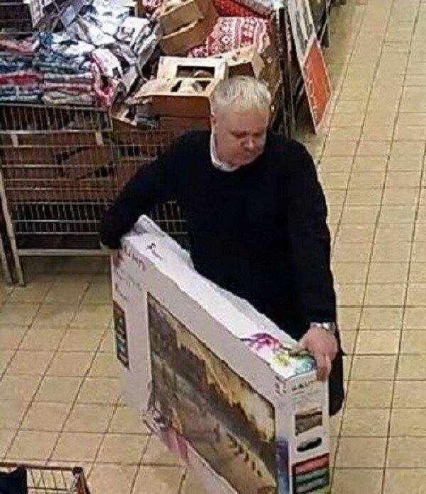 Британец взял с полки магазина телевизор и вернул его обратно, получив деньги