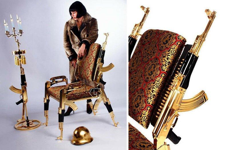 Художник создал позолоченный стул из настоящих автоматов Калашникова