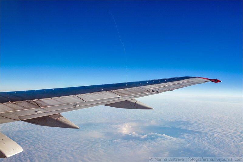 Пассажирка,  совершая перелёт в Архангельск, заметила в небе странный след