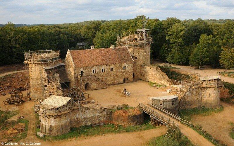 Геделон — возводимый сейчас настоящий средневековый замок во Франции