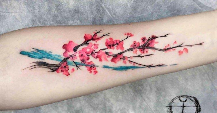 Цветочные татуировки с весенним настроением