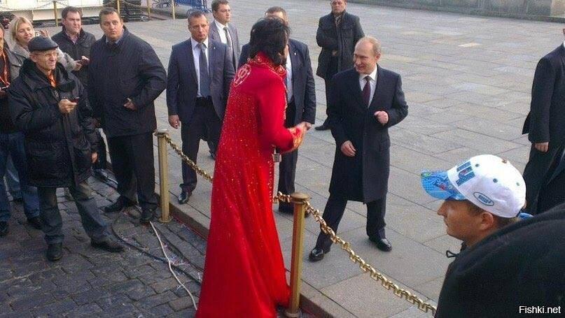 Вчера в Москве какой-то румын прицепился к Путину с предложением погадать