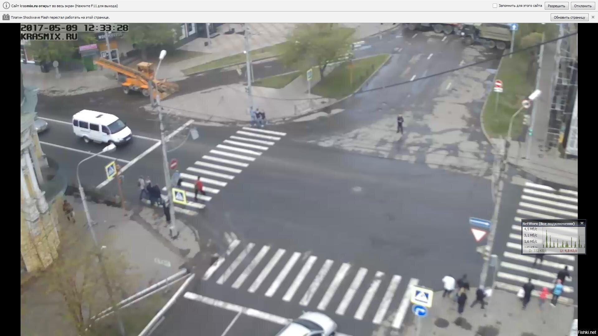 Вот такой спец техникой, перекрыли движение на улицах Красноярска, для провед...