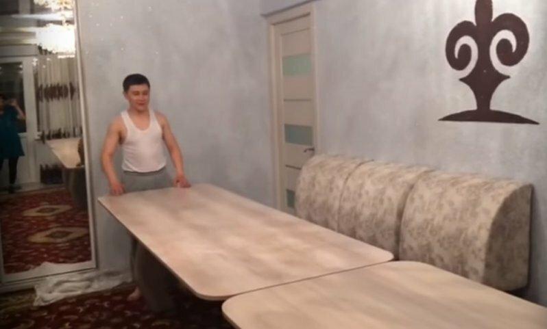 Когда к тебе скоро приедут родственники, но нет большого стола для застолья
