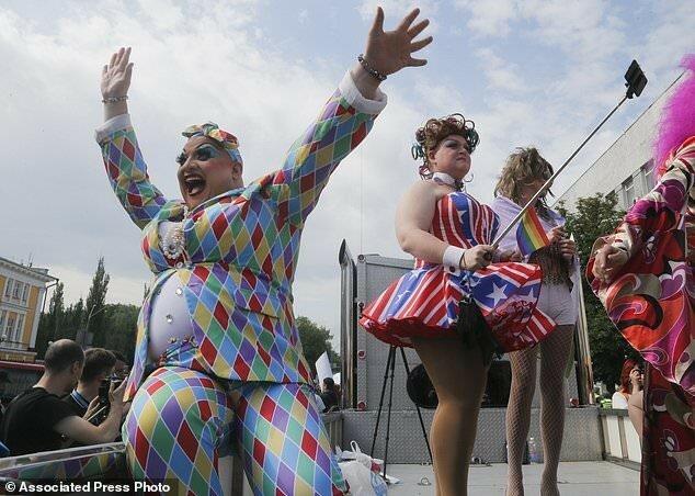 В столице Украины прошел многотысячный гей-парад