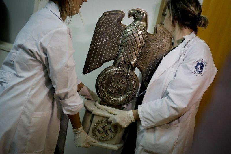 В Аргентине нашли личные вещи Гитлера и другие артефакты Третьего рейха