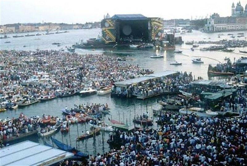 Грандиозное шоу Пинк Флойд в Венеции, 15.07.1989
