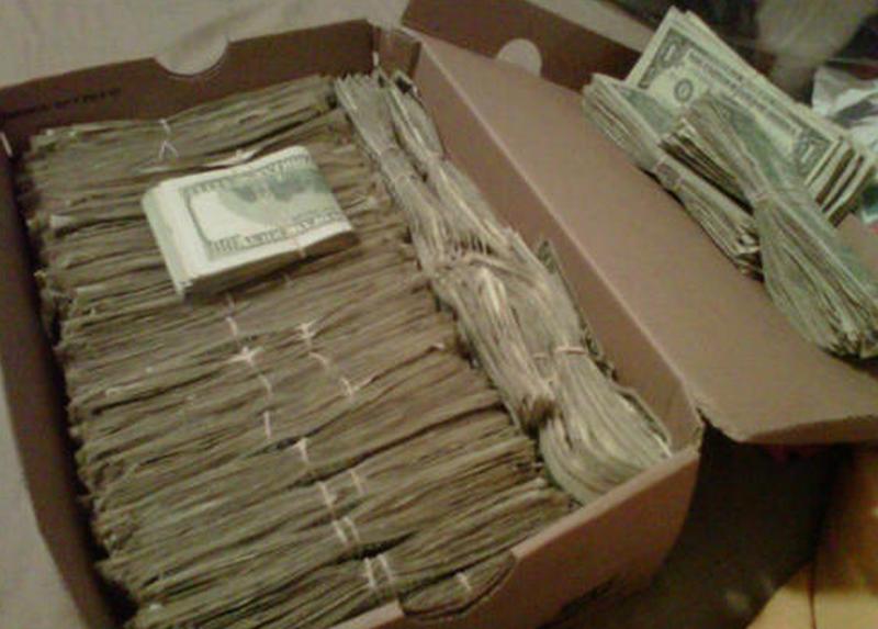 Старик нашел $95 000, которые его жена прятала много лет. И этому нашлось неожиданное объяснение!