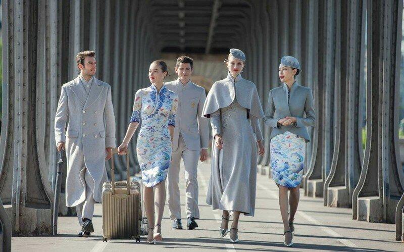 Китайская авиакомпания создала для своих сотрудников униформу, в которой не стыдно продефилировать по модному подиуму
