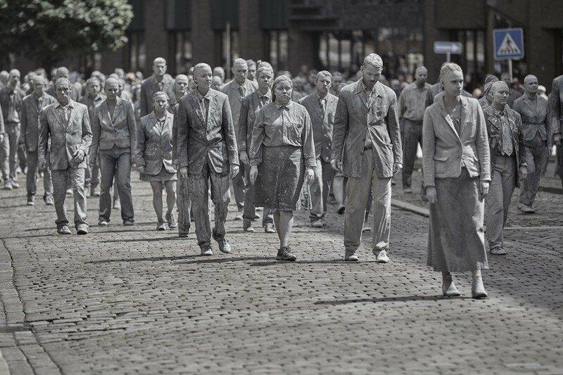 Перед саммитом «Большой двадцатки» по Гамбургу строем прошли зомби