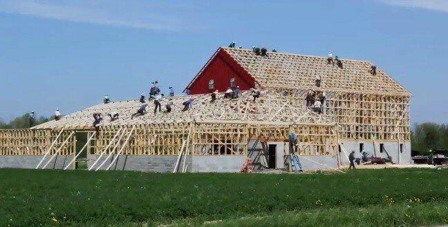 Увидев, как амиши строят сарай, вы почувствуете себя очень непродуктивным!