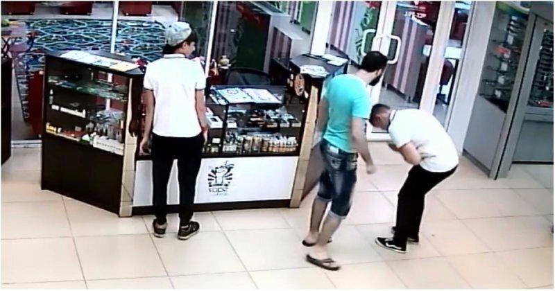 Продавец электронных сигарет разбил школьнику лицо за неудачную шутку