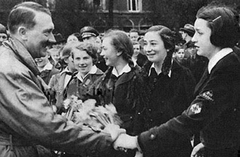 """Волчицы Гитлера: армия девочек, готовых """"утопить врага в крови"""""""