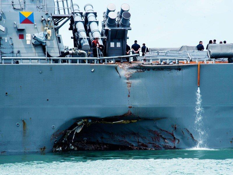 Очередное столкновение эсминца США с танкером, уже третье за это лето. (20.08.2017)