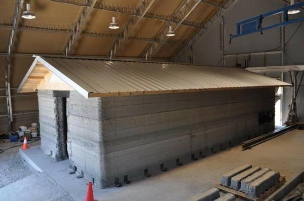 Печатание армейских бараков из бетона на 3D-принтере