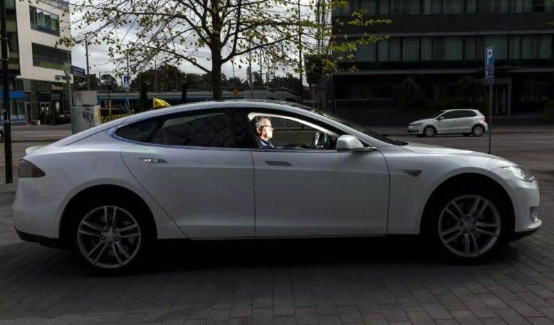 Финский таксист проехал свыше 400 000 километров на Tesla Model S