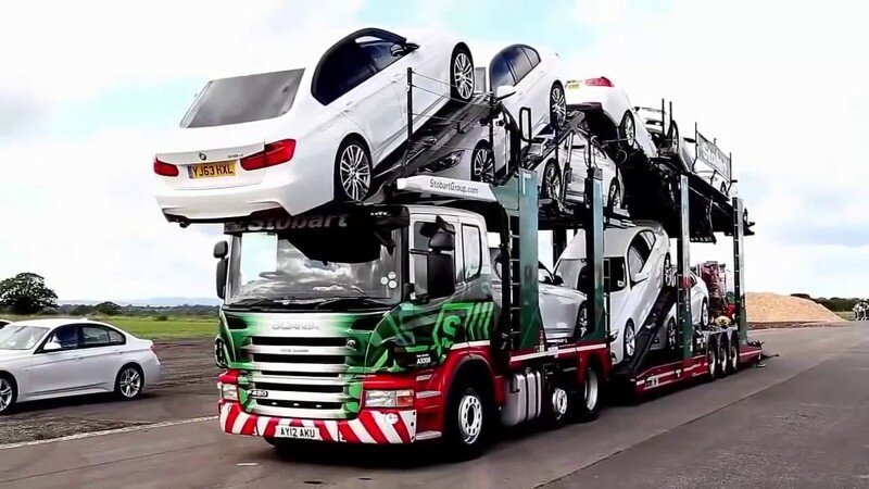 Автовоз загрузил на себя 11 автомобилей