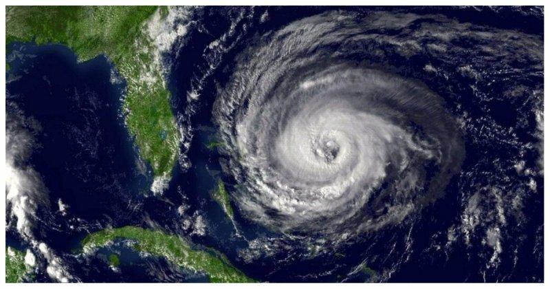 """От """"Катрины"""" до """"Харви"""" и """"Ирмы"""": cравнение размеров и мощи ураганов"""