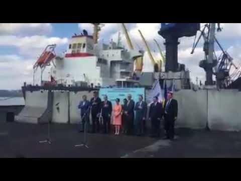 На украине торжественно встречают баржу с углём из США