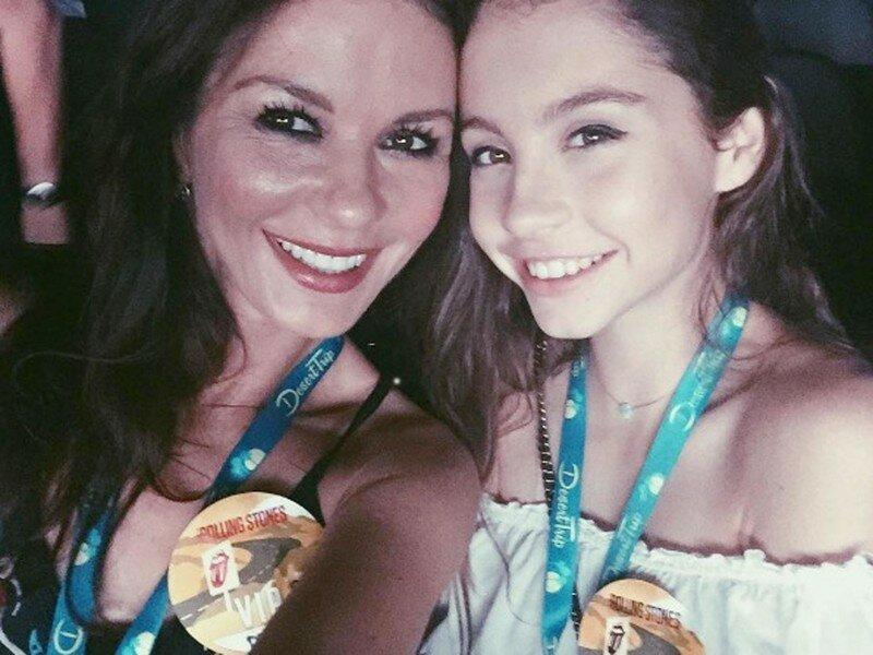 14-летняя дочь Кэтрин Зета-Джонс растет настоящей красавицей