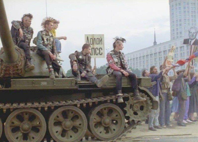 Обычные люди называли их всех панками: 25 фотографий советских неформалов
