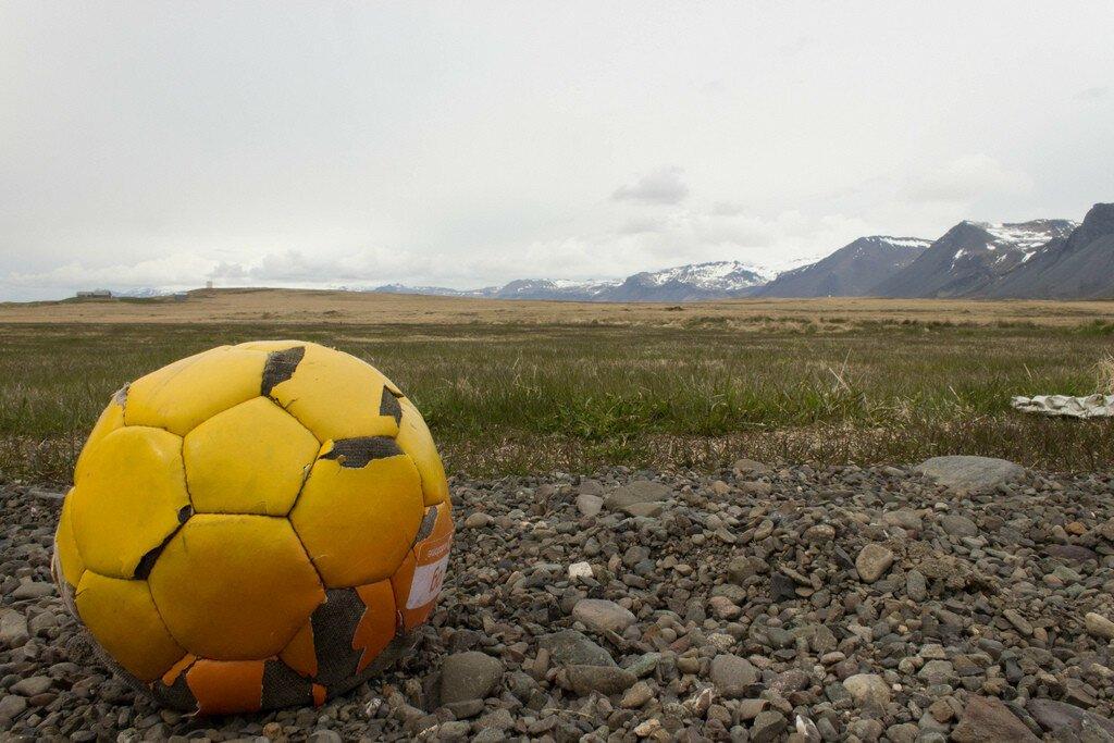 Забытые футбольные мячи со всего мира