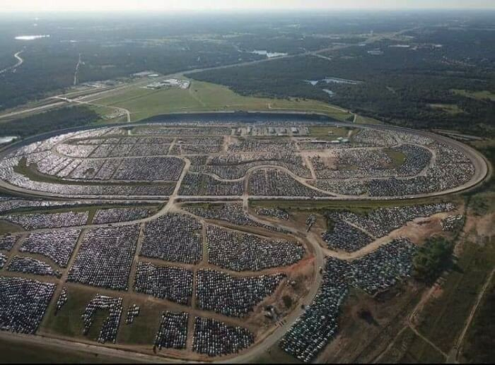 В Хьюстоне готовятся к утилизации автомобилей-утопленников