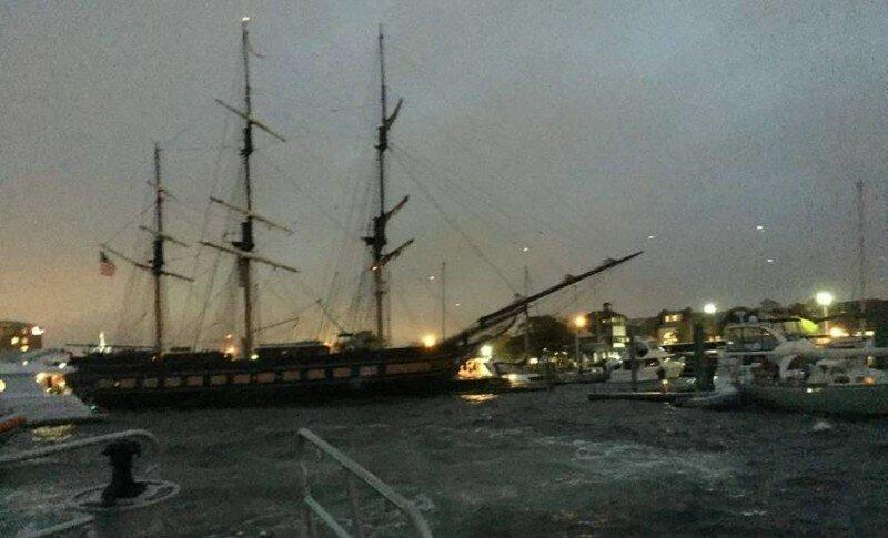 Учебное парусное судно на выходе из порта намотало на винты швартовный конец