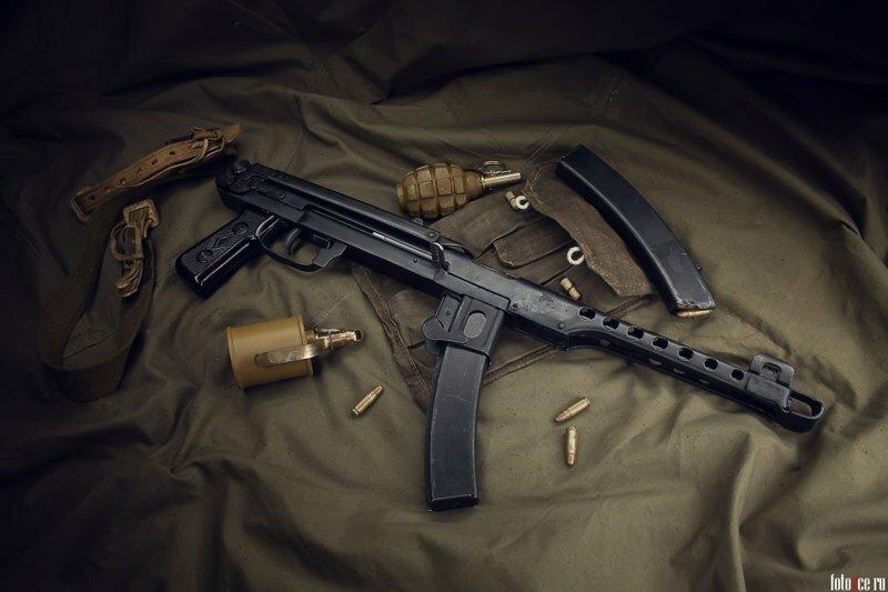 Пистолет-пулемет Судаева  обр. 1943 г.  Привет фашистам из блокадного города