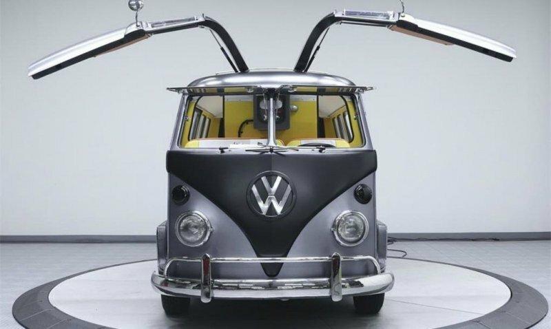 """Хиппибас Volkswagen превратили в машину из """"Назад в будущее"""""""