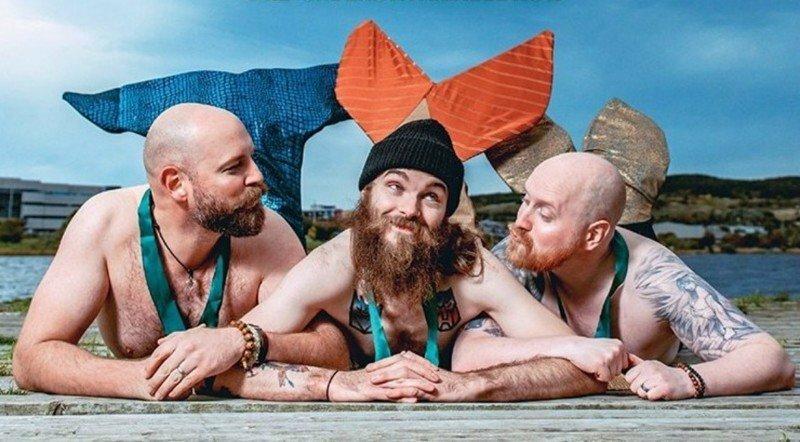 Канадские бородачи переоделись в русалок для благотворительного календаря