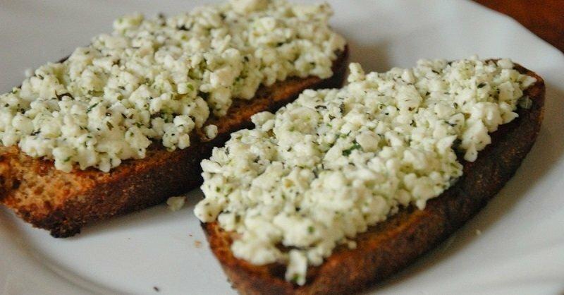 12 вкуснейших намазок на хлеб, которые утолят голод в два счёта!