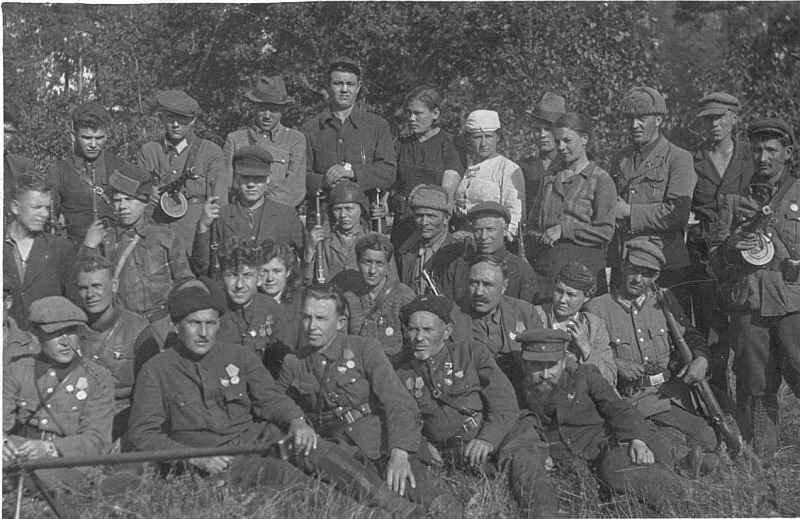 С каким оружием воевали советские партизаны?