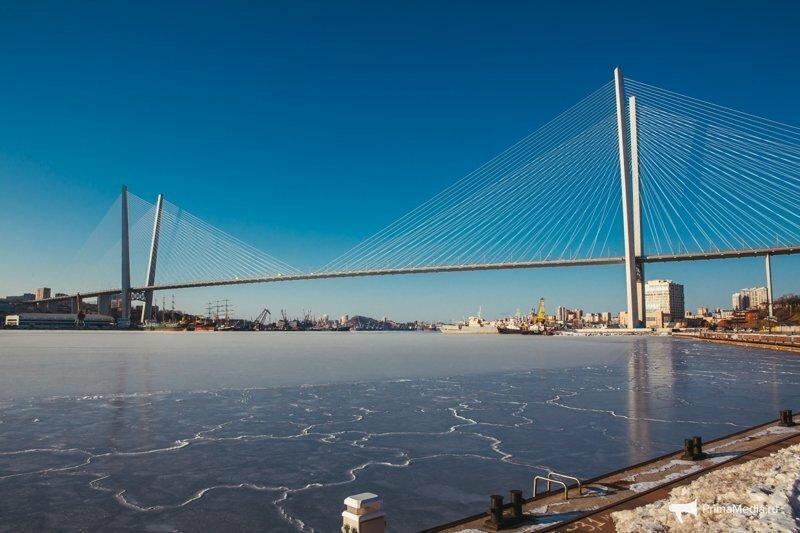 Замерз незамерзающий Золотой Рог во Владивостоке