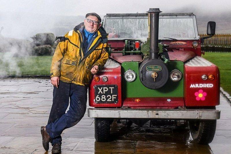 Британец установил в 50-летний Land Rover паровой двигатель на угле