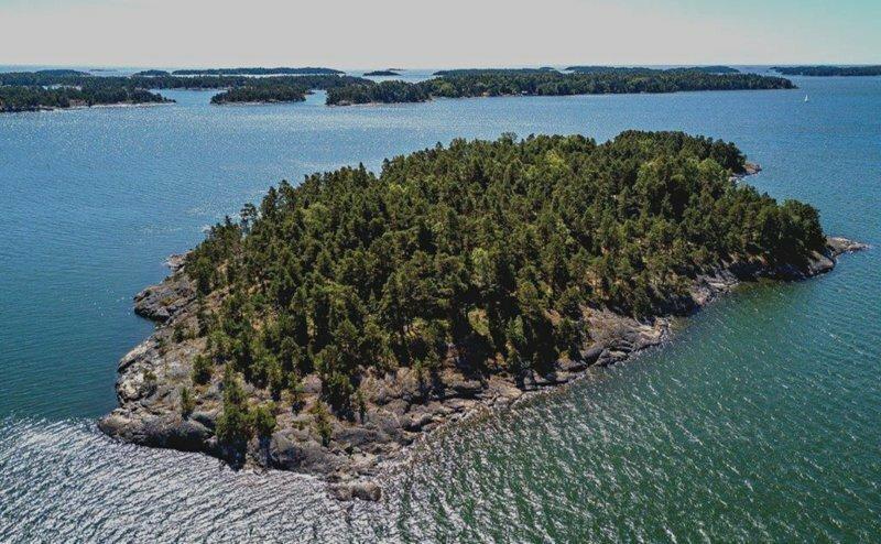 Летом на Балтике откроют остров-курорт для феминисток