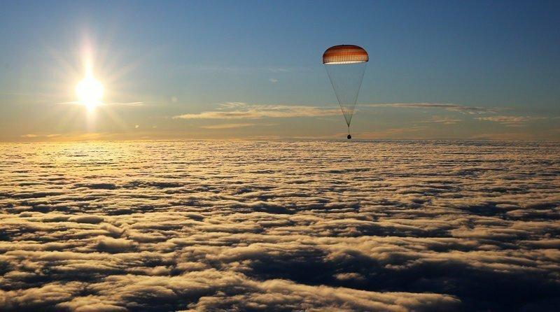 Экипаж МКС (Мисуркин и американские астронавты Марк Ванде Хай и Джо Акаба) вернулся на Землю