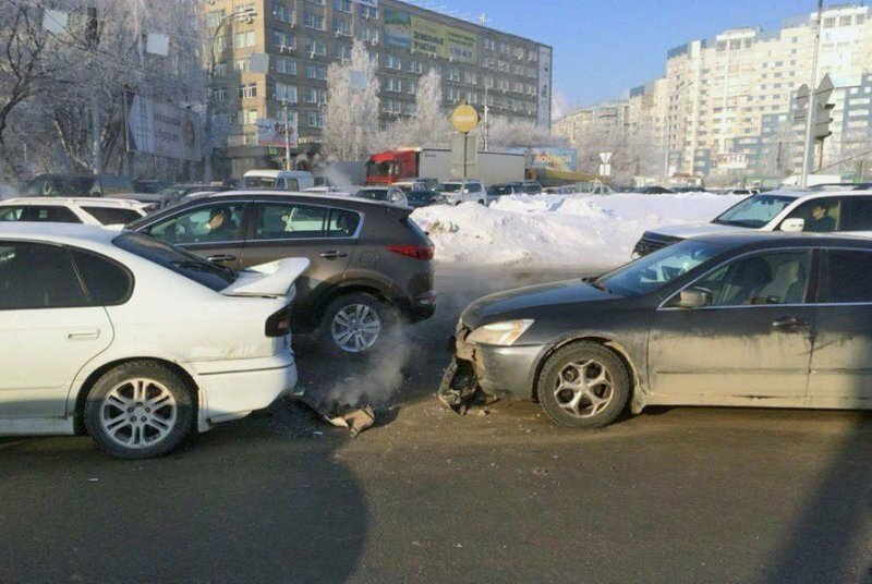 Владелец автомобиля затонировал задние фонари и дважды попал в ДТП за один день