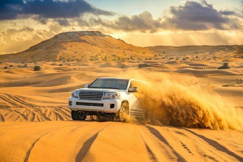Правитель Объединенных Арабских Эмиратов спас застрявших в пустыне туристов