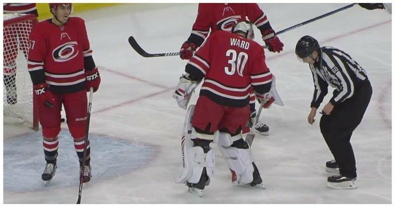 Вратарь команды НХЛ забил один из самых курьезных автоголов в истории хоккея