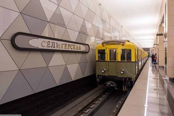 В церемонии открытия трёх новых станций московского метро принял участие ретропоезд
