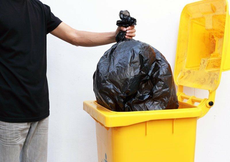 Предприимчивые швейцарские обыватели ездят выбрасывать мусор во Францию