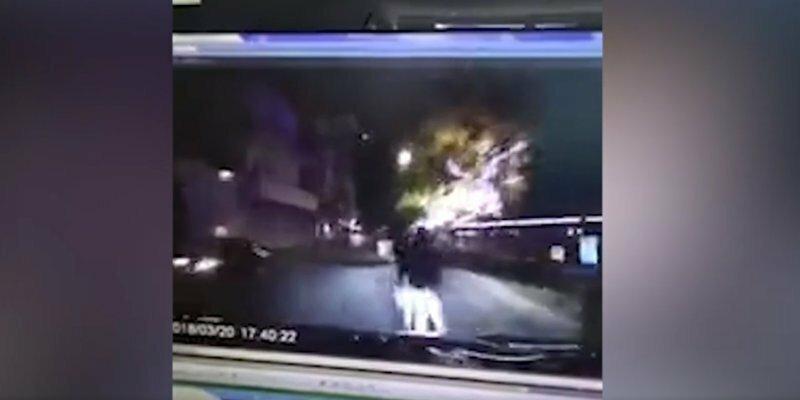 Парочка занималась сексом на трассе, как по ним неожиданно проехал автомобиль