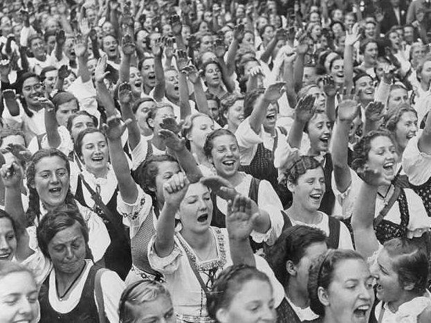 Сотни девочек забеременели во время молодежного съезда в гитлеровской Германии