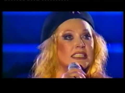 В конце 80-х, довелось постоять за кулисами на её концерте (по работе, юный б...
