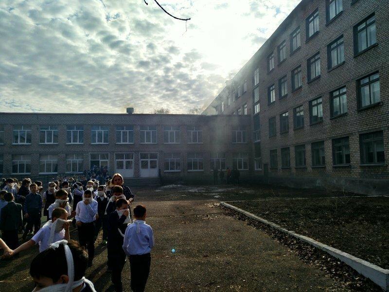 ЧП в Башкирии: ученик с ножом напал на школу и устроил поджог