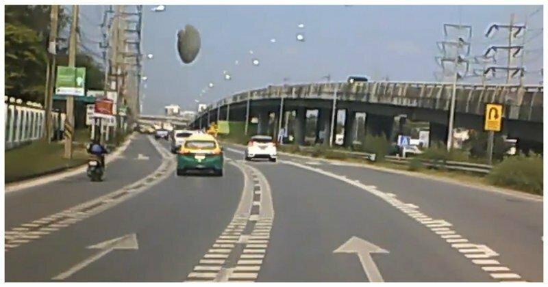 НЛО приземлился на трассу перед идущим автомобилем: видео